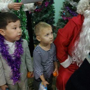 Новогодний праздник для детей из социально-незащищенных семей